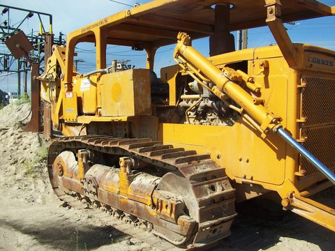 This 1979 Komatsu with linc plow and double reel carrier would make an excellent ripper tractor.